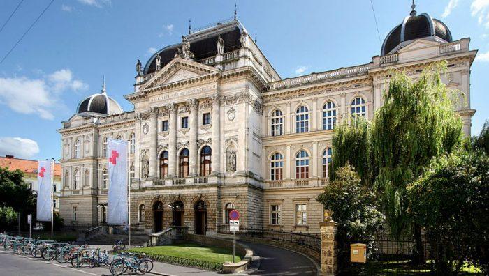 Technischen Universität Graz (Marion Schneider & Christoph Aistleitner CC by 2.0 https://commons.wikimedia.org/wiki/File:TU_Graz_2.jpg)