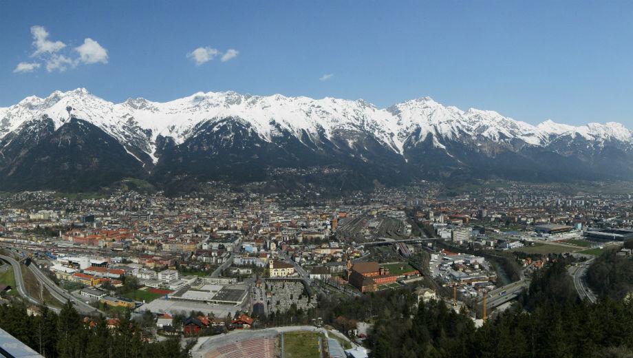 https://commons.wikimedia.org/wiki/File:Innsbruck_Panorama_Nordkette_1.jpg