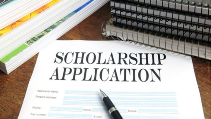 Scholarship (digitalralph CC by 2.0 https://www.flickr.com/photos/ralphpaglia/9281116354)