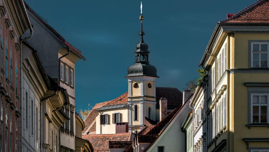 Graz (CC BY 2.0 by Bernd Thaller/https://www.flickr.com/photos/bernd_thaller/21880936574)