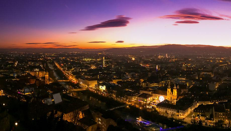 Graz at night (CC BY-SA 2.0 by Philipp Baumgartl/https://www.flickr.com/photos/125622534@N04/15383436744)