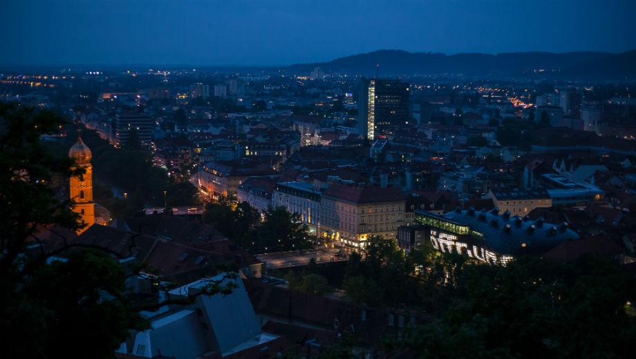 Graz (CC BY-SA 2.0 by ::Lenz/https://www.flickr.com/photos/lenzmoser/26728353533)