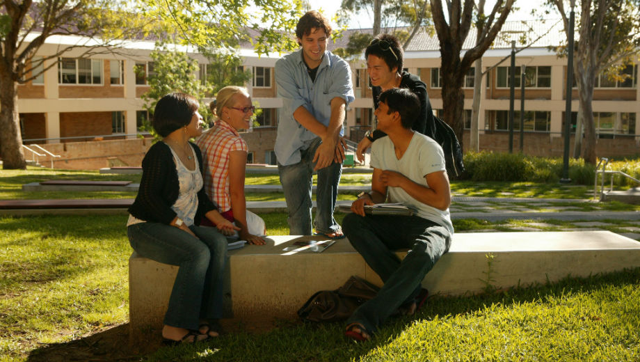 International students (CC BY 2.0 by UNE Photos/ https://www.flickr.com/photos/unephotos/7002026361)