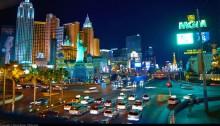 Las Vegas Strip in the night (Foto von Moxan Brenn, https://www.flickr.com/photos/aigle_dore/5844364807)