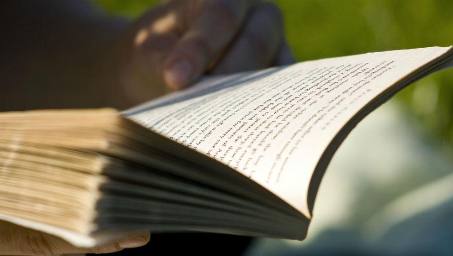 Reading (CC BY 2.0 by Sam Greenhalgh/https://www.flickr.com/photos/zapthedingbat/3591108120)