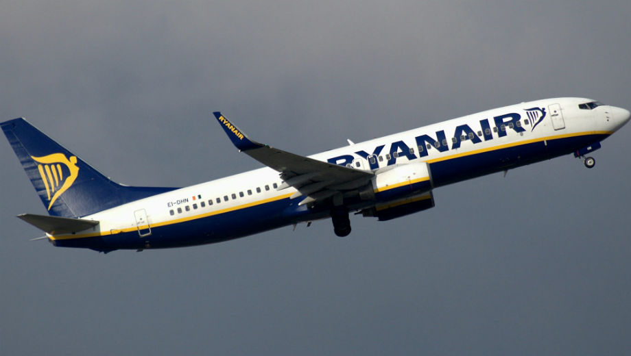 Ryanair (CC BY-SA 2.0 by Riik@mctr/https://www.flickr.com/photos/riikkeary/32734227831)