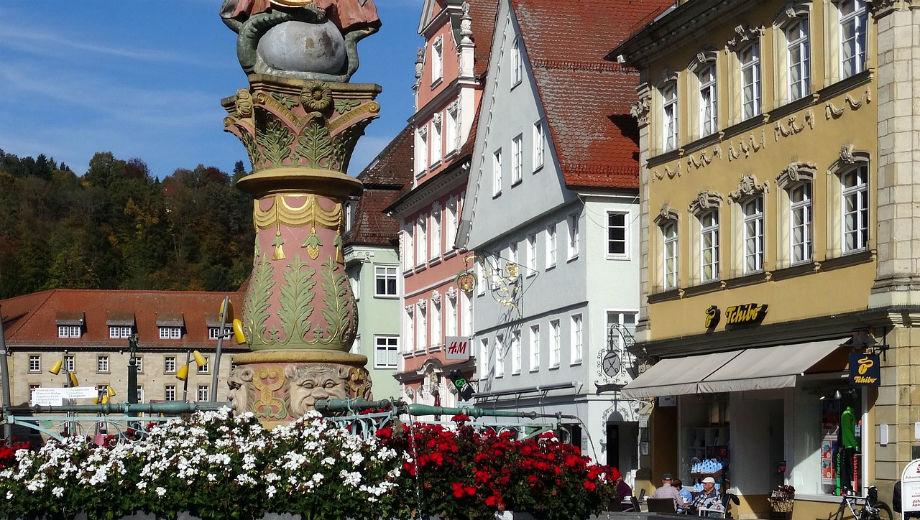 Schwäbisch Gmünd (Kapeha CC0 https://pixabay.com/en/swabian-gm%C3%BCnd-fountain-3163014/)