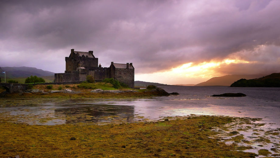 Scotland (CC BY 2.0 by Moyan Brenn/https://www.flickr.com/photos/aigle_dore/5246713243)
