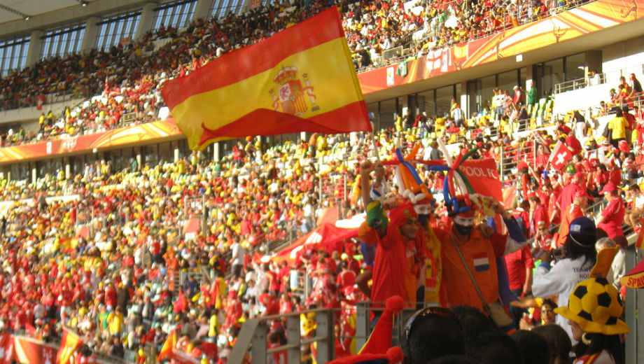 Spanish flag (Photoy by desrie.govender / https://www.flickr.com/photos/desrie_govender/4720856210)