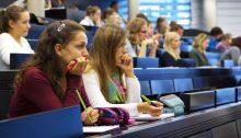 Studieren (CC BY 2.0 by Universität Salzburg (PR)/https://www.flickr.com/photos/uni-salzburg/14927516964)