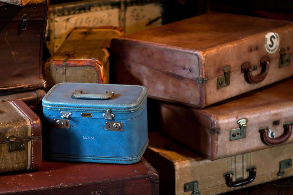 Suitcase (CC BY 2.0 by Drew Coffman/ https://www.flickr.com/photos/drewcoffman/4603358068)