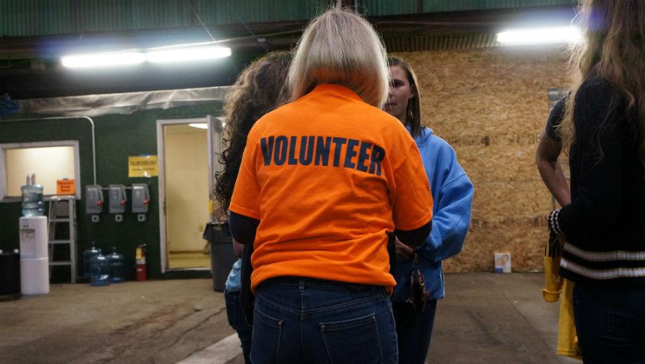 Volunteer (CC BY-SA 2.0 by ccbarr/https://www.flickr.com/photos/ccbarr/14077222015)