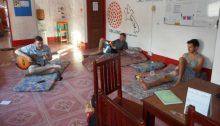 Volunteer in Vang Vieng, Laos (Image CC BY-NC 2.0 by Volunteer Abroad UBELONG/ https://www.flickr.com/photos/ubelong-volunteer-abroad/26468435313/in/dateposted/)