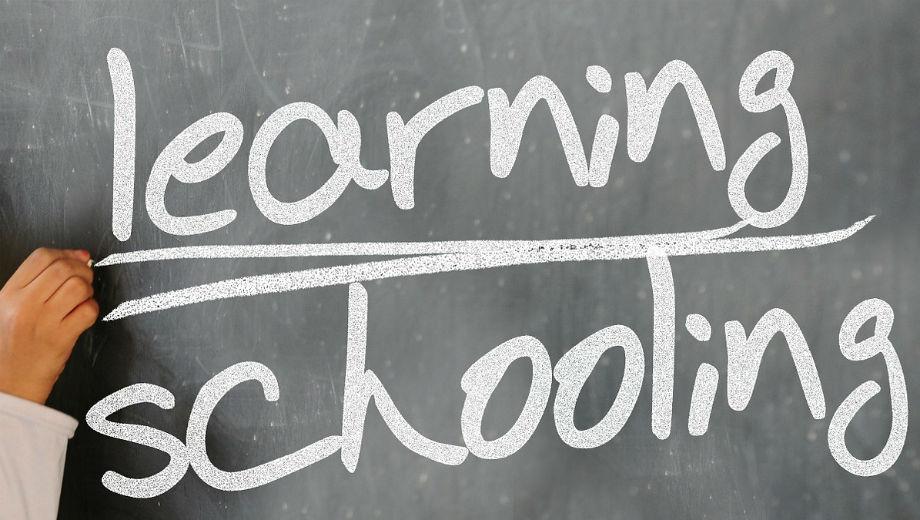 learning (Geralt CC0 https://pixabay.com/de/schreiben-tafel-hand-lernen-364178/)