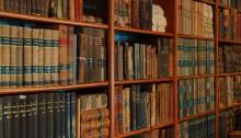 Biblitohek (CC BY 2.0 Barta IV https://www.flickr.com/photos/98640399@N08/10030588973/)