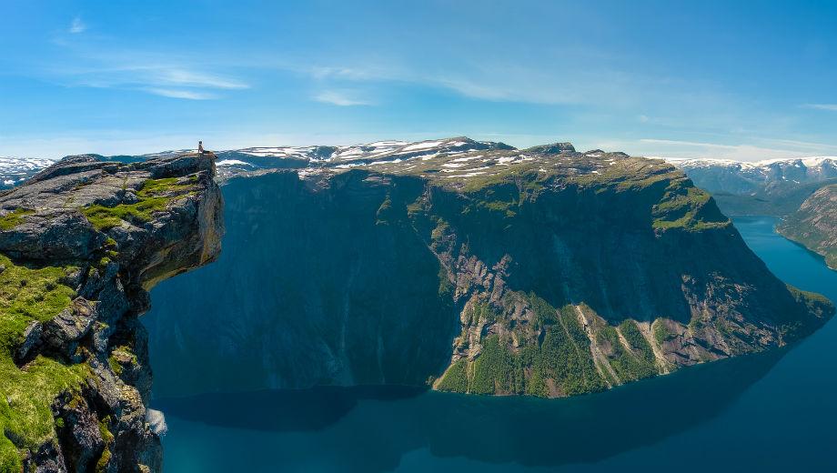 Norway (CC BY 2.0 by Havard/https://www.flickr.com/photos/havardf/11972382126)
