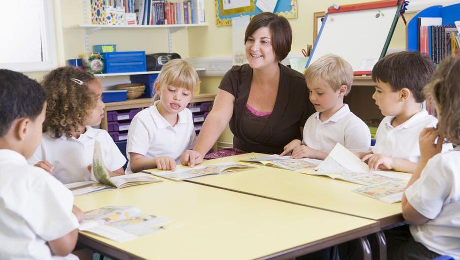 Teacher Training (Image CC BY 2.0 Ilmicrofono Oggiono)